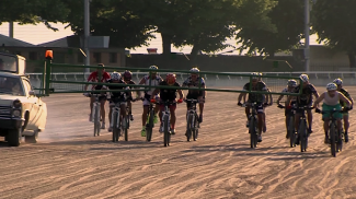 Sono Pazzi Questi Romagnoli: hanno portato le mountain bike all'ippodromo