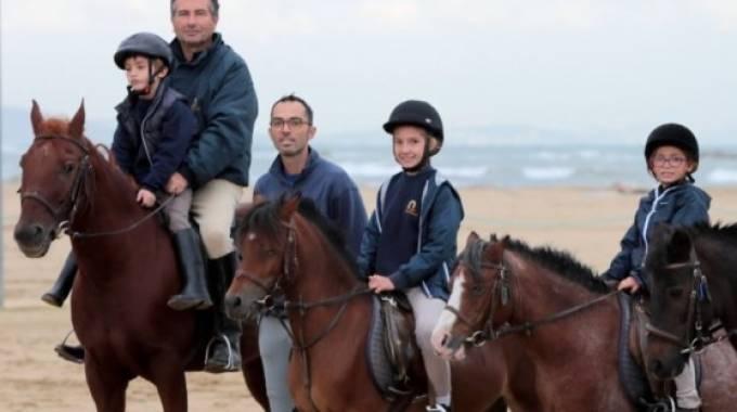 Pescara la salute arriva anche a cavallo for Magri arreda pescara